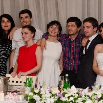 სიძის მეგობრებთან ერთად...