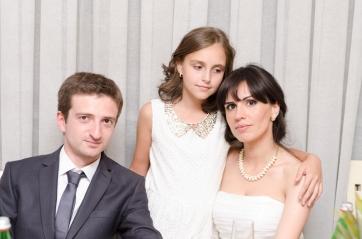სიძე, პატარძალი და ცოლის და...