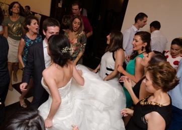 პატარძლის ცეკვა სიძესთან და მეგობრებთან...